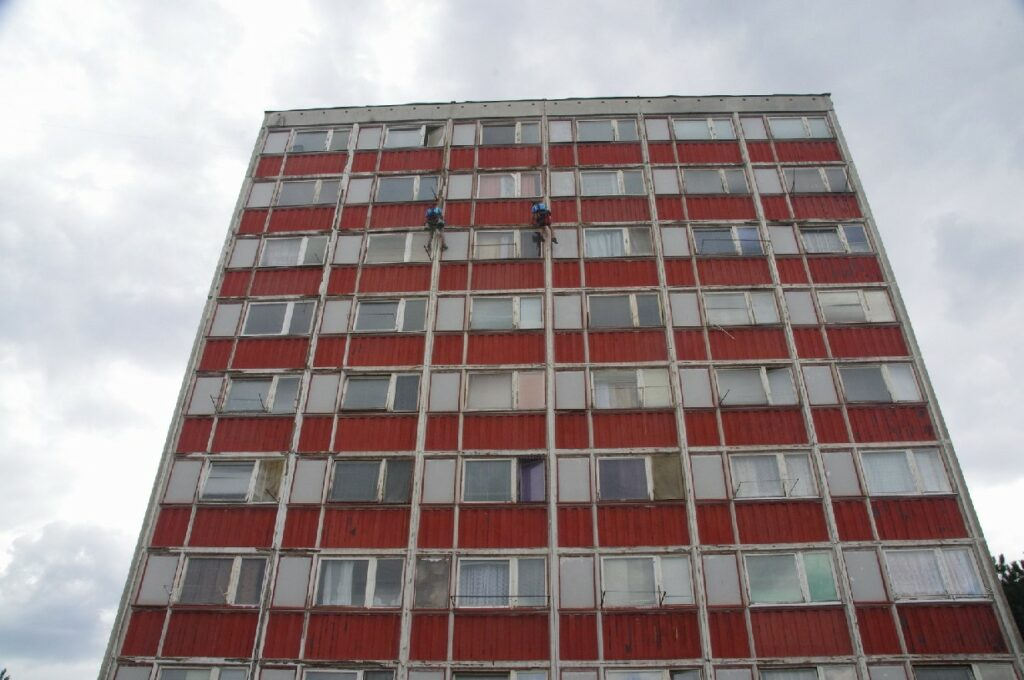 Odtranění nesoudržné fasády - výškové práce
